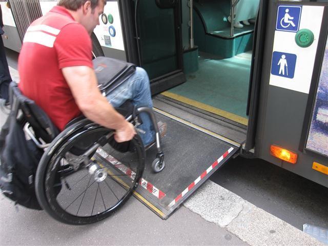 Discapacitado en silla de ruedas - 1 part 7